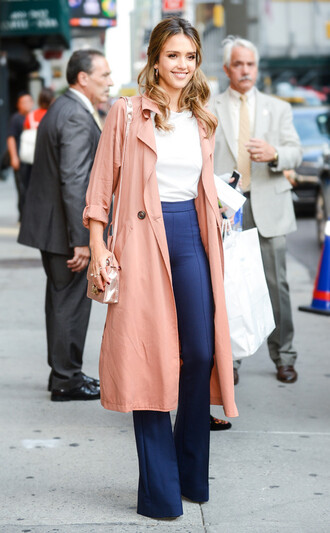 pants celebrity style celebrity blue pants wide-leg pants top white top coat pink coat duster coat jessica alba bag shoulder bag streetstyle