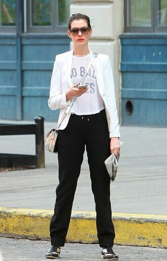 t-shirt anne hathaway bag pants