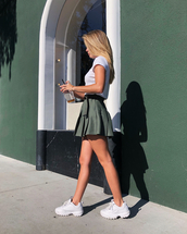 shoes,white sneakers,platform sneakers,mini skirt,white t-shirt,sporty