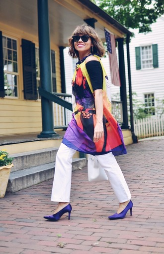 mysmallwardrobe blogger dress jeans top shoes bag sunglasses jewels pumps high heel pumps white pants fall outfits