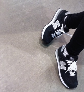 shoes new balance sneakers grey navy streetwear menswear mens shoes tumblr shoes new balance sneakers style black shoes fashion tennis shoes skinny jeans