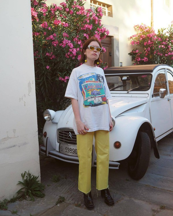 pants cropped pants yellow pants top t-shirt white top glasses shoes