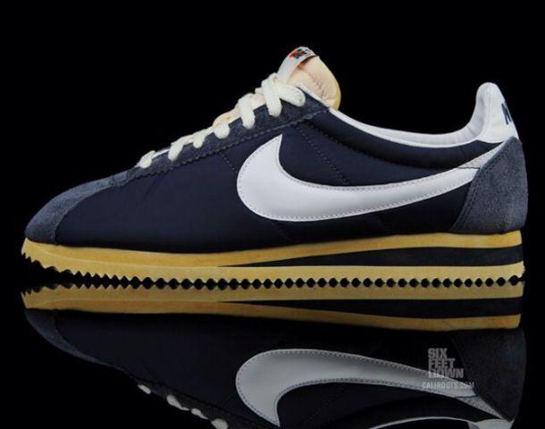 Nike Women S Classic Cortez Retro Running Shoes
