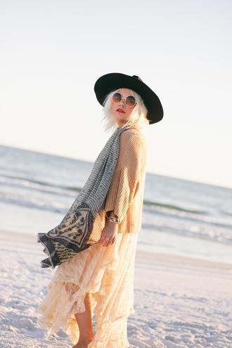 styles by hannah riles blogger sunglasses t-shirt jewels scarf felt hat fall outfits cardigan boho round sunglasses dress