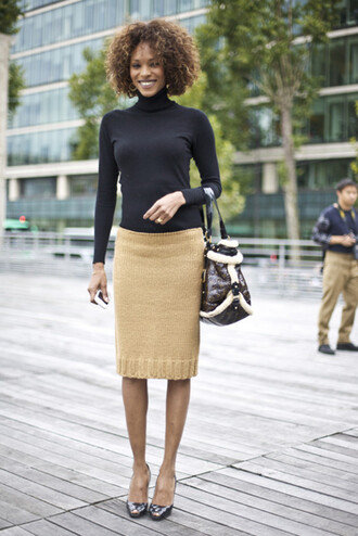 skirt work outfits office outfits midi skirt pencil skirt beige beige skirt top long sleeves turtleneck black top bag brown bag peep toe pumps pumps high heel pumps streetstyle fall outfits knitted skirt black turtleneck top