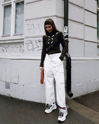 pants wide leg white pants black top top sneakers bag white shoes