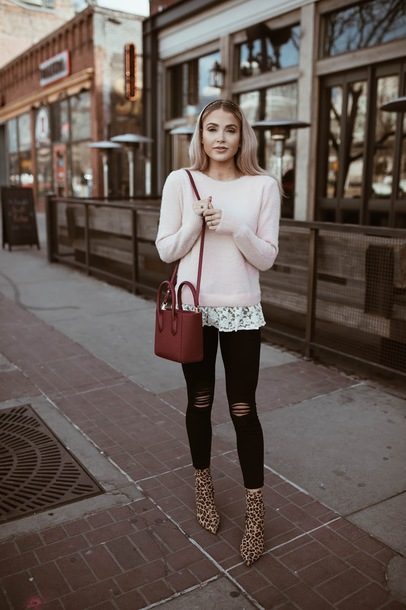 cara loren blogger sweater jeans shoes bag jacket sunglasses winter outfits red bag ankle boots boots black jeans