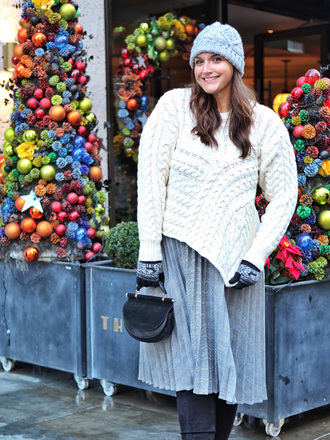 fashion foie gras blogger sweater skirt bag winter outfits beanie plus size pleated skirt white sweater