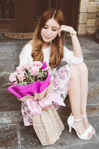 tricia gosingtian blogger top floral skirt white shoes