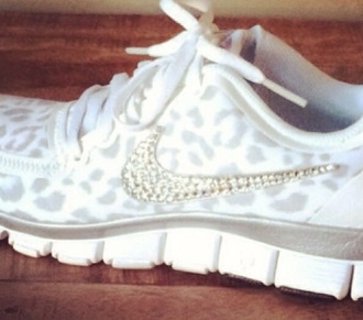 shoes nike leopard nikes leopard print cheetah print shoes running shoes nike running shoes nike shoes white shoes white nikes rhinestones rhinestone shoes rhinestone nike nike run comfy