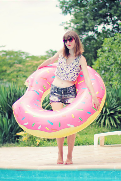donut crop tops summer crush top sunglasses beach denim shorts h&m blogger leopard print summer outfits