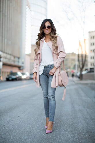 maria vizuete mia mia mine blogger sunglasses bag pink coat pink bag white top grey jeans ripped jeans baby pink high heels