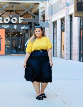 garner style blogger t-shirt skirt yellow top spring outfits curvy slide shoes slippers blue skirt