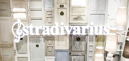 Stradivarius  Top tul bordado