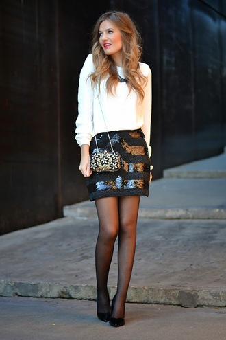 mi aventura con la moda blogger blouse black skirt embellished clutch