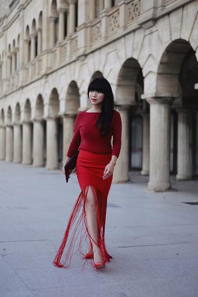 blogger jumper bag pale division make-up red dress fringes red heels