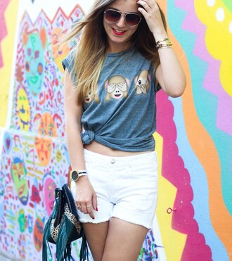 elodie in paris blogger grey t-shirt