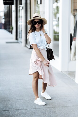 skirt midi skirt ruffle hem skirt t-shirt satchel bag blogger blogger style asymmetrical skirt white sneakers satchel summer hat