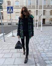 coat,checkered,faux fur coat,jeans,skinny jeans,boots,backpack,turtleneck,sunglasses