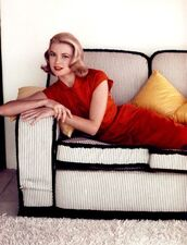 dress,grace kelly,actress,red dress,classy dress,classy,red lipstick,hairstyles,blonde hair,retro dress,retro