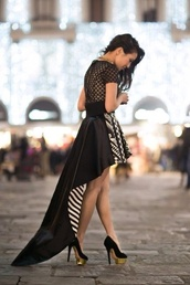 dress,long sleeve dress,short dress,black,white,stripes,pattern,graduated,shoes,black and white,gold dress,gold heels,black heels,black dress