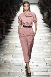 pants,top,bottega veneta,runway,gigi hadid,milan fashion week 2016,sandals,belt,dusty pink