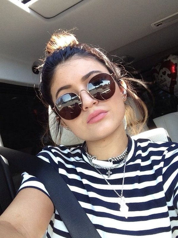 sunglasses shirt blue shirt joggers white t-shirt top jordan's h&m urban outfitters urban outfitters grey silk knitwear back to school kylie jenner round sunglasses striped shirt kylie jenner shirt celebrity style celeb inspo celebrity style t-shirt blouse kylie jenner glasses summer
