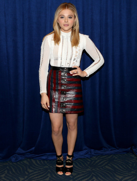 skirt blouse sandals chloe grace moretz