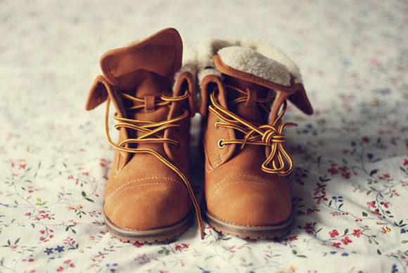 shoes winter outfits beige boots laces lace up wool wellies brown timberlands brown shoes mountain combat shoes camel hiking shoes trainers lace reverse shoes reversible cute brownboots