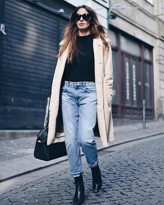 jeans boyfriend jeans blue jeans black boots boots top coat nude coat sunglasses black top