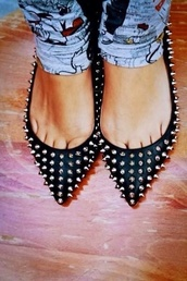 shoes,flats,black flats,pointed flats,almond flats,black studded flats,studded flats,edgy,chic,fla