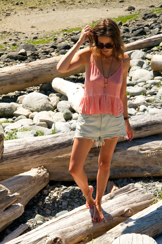 styling my life blogger top shorts sunglasses jewels