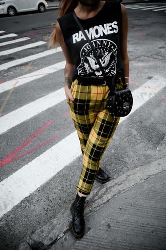 le happy blogger top t-shirt pants bag shoes sunglasses tank top crossbody bag plaid pants boots