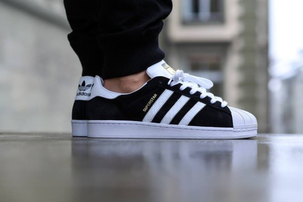 shoes, adidas, adidas superstar black, black shoes, nike roshe run, black and gold, streetwear, urban, adidas shoes, nike, nike shoes, adidas superstars, ...