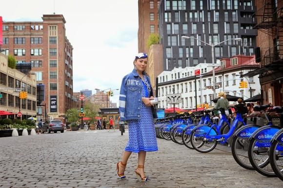 blue dress blogger vintage traffic jacket jewels sunglasses bag vintage jumpsuit