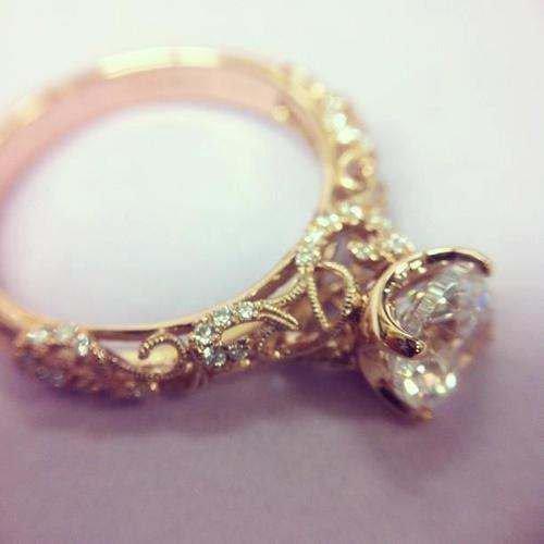 Organic Design Vintage Style Diamond 18K Yellow Gold Engagement Ring