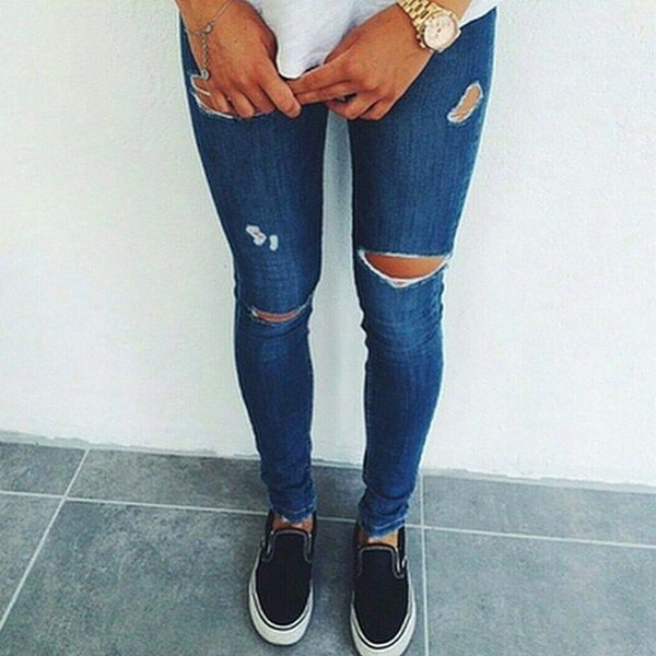 Distressed ripped knee skinny jeans