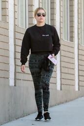 leggings,ashley benson,streetstyle,sweatshirt,sneakers