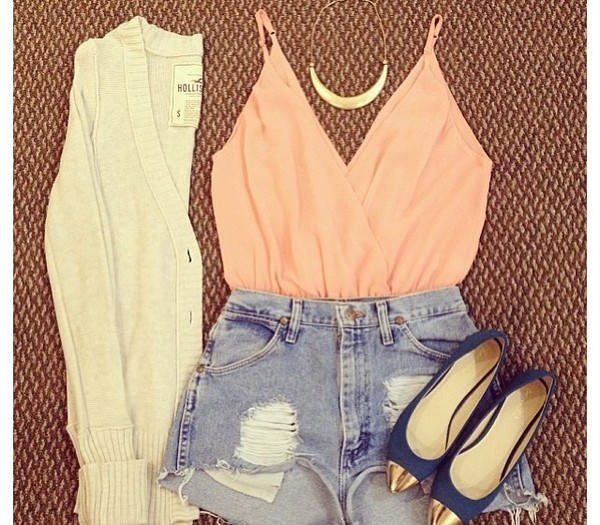 blouse body sweater peach denim High waisted shorts cardigan tank top pink shoes t-shirt fête soirée top t-shirt orange shorts high heels blue bleu gold doré jewels veste vest white blanc nude sexy v-neck t-shirt shirt coat summer top coral cut off shorts necklace silky roze. too jeans crop tops live life laugh peace summer winter outfits beautiful beautiful v neck crop tops fashion ripped black girly casual outfit spaghetti strap pointed toe pumps flats
