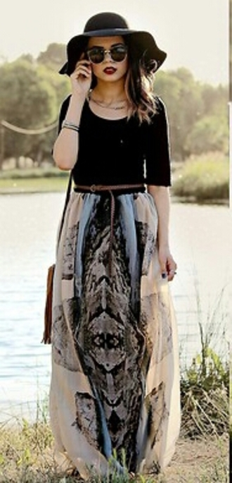 skirt bohemian skirt black t-shirt vintage sunglasses black hat camel belt bohemian look t-shirt sunglasses hat