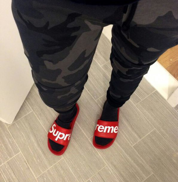 shoes red white slippers surpreme supreme rouge slide shoes