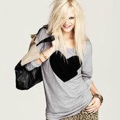 sweater,heart,grey,cute,sweatshirt,heart sweater,top,blouse,t-shirt,shirt,summer top,girl,girly,women