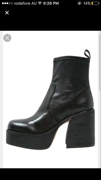 shoes boots fall outfits winter outfits fashion grunge alternative indie black black boots fall boots black shoes 90s style 90sstyle 70s style 70s inspired 90s inspired platform shoes platform boots fall shoes