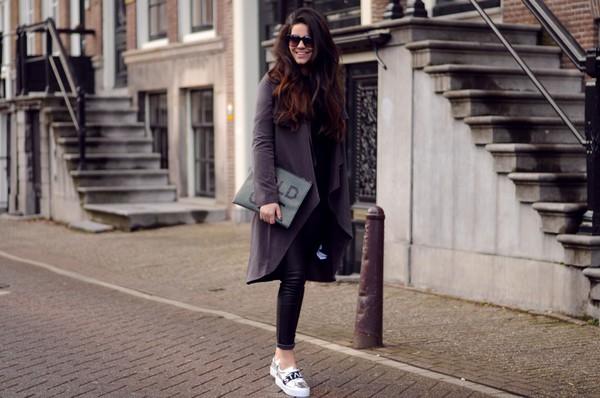 satisfashion blogger zara pouch coat jacket pants shoes shirt bag black pouch