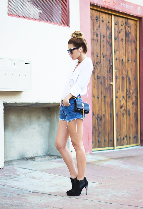 sunglasses t-shirt belt shorts bag shoes