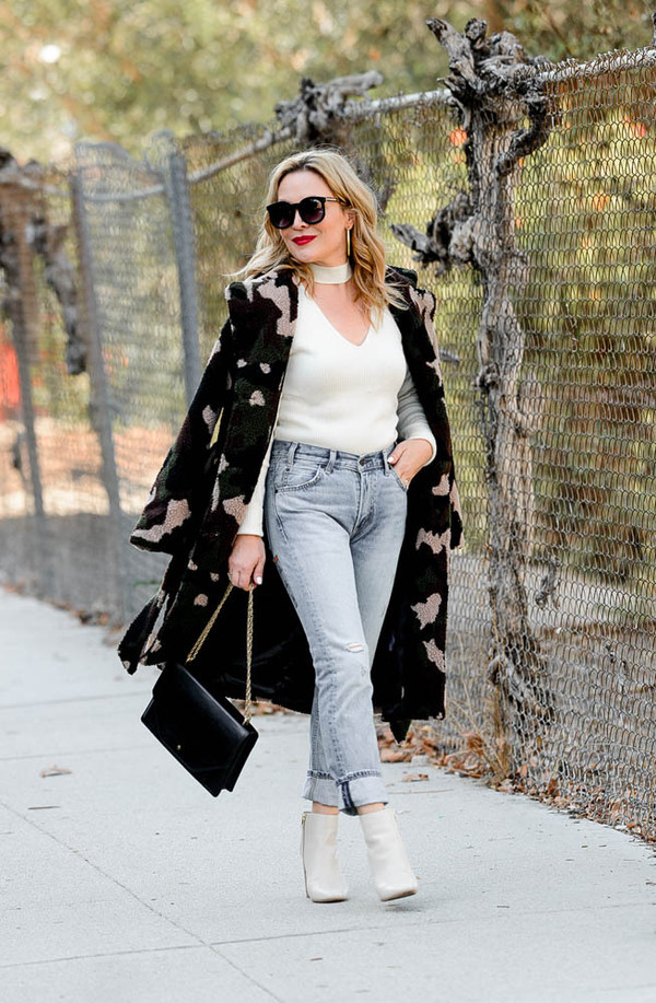 thehuntercollector blogger coat jeans sweater shoes bag jewels sunglasses