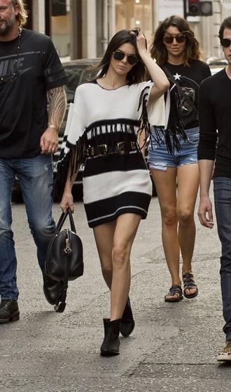 dress black and white kendall jenner celebrity style celebrity model striped dress mini dress fringed dress boots black boots bag black bag sunglasses aviator sunglasses