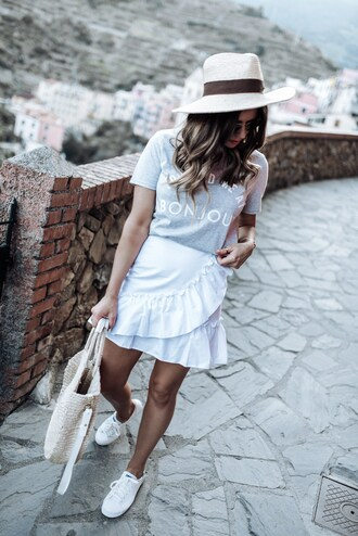 skirt mini skirt ruffle skirt wrap skirt t-shirt basket bag tote bag summer hat blogger blogger style slogan t-shirts white sneakers