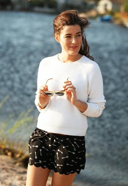 classy girls wear pearls sweater shorts belt jewels