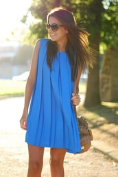 blue dress,neon blue dress,baggy dress,pleated,blue,dress,short blue dress,sleeveless dress,summer dress,loose dress,brunette,sunglasses,handbag